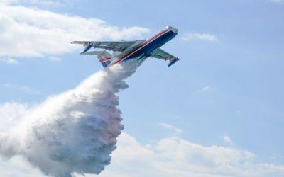 Un incendio en Oliva (Valencia) obliga a actuar a bomberos y aeronaves.